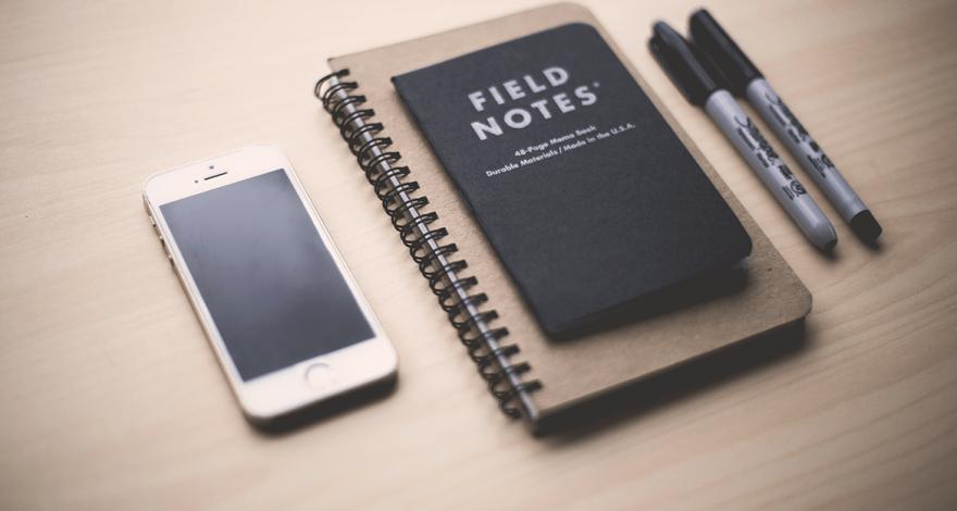 Comment trouver nom d'entreprise, cahier de note et crayons